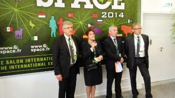 Les organisateurs du Space avec à gauche, Marcel Denieul, président du Salon.