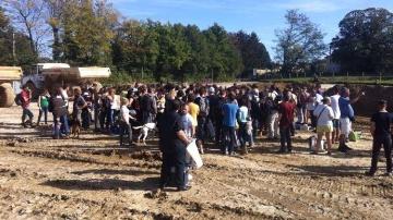 Manifestation sur les terres de Philippe Layat, en cours d'expropriation.