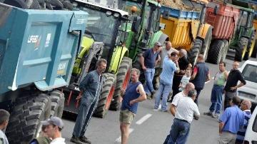 Fran�ois Hollande d�fend le plan d'urgence, la mobilisation �volue