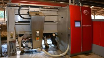 4�800 exploitations laiti�res �quip�es de robots de traite