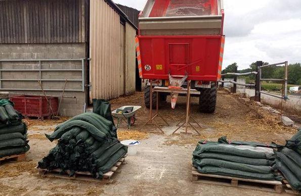 Fabrication maison pour remplir les sacs de lestage pour les silos