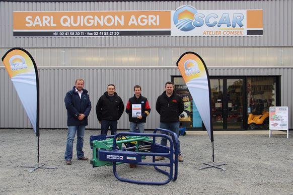 Laurent Brossier s'est vu remettre son pince-balle chez Quignon Agri (Maine-et-Loire)