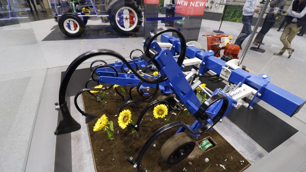Hydrokit řídí kultivátor pomocí GPS