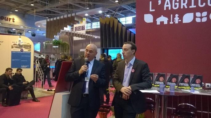 Bertrand Corbeau, directeur général de la Fédération nationale du Crédit agricole et Thomas Diemer, président de Jeunes agriculteurs, réunis pour présenter le livret Projet Agri.
