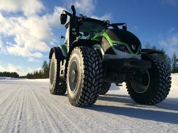 Un tracteur Valtra T flashé à 130,165 km/h en Finlande