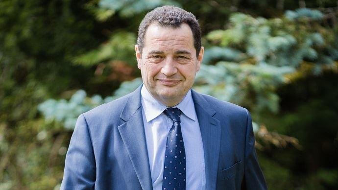 Successeur de Christine Boutin à la tête du parti chrétien, Jean-Frédéric Poisson a été maire de Rambouillet jusqu'en 2007 et est actuellement député des Yvelines.