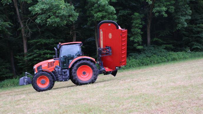 Grâce à sa suspension Quattrolink, la nouvelle faucheuse Vicon colle au terrain.