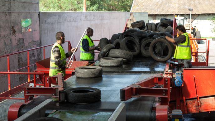 aliapur recycle les pneumatiques usag s en rev tement de terrain de sport. Black Bedroom Furniture Sets. Home Design Ideas