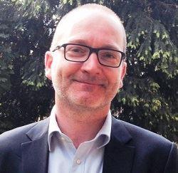 Enseignant l'économie agricole à l'Université Paris 1 Panthéon-Sorbonne, Daniel Perron a été conseiller législatif à l'Assemblée nationale et conseiller du ministre délégué de l'agroalimentaire Guillaume Garot.
