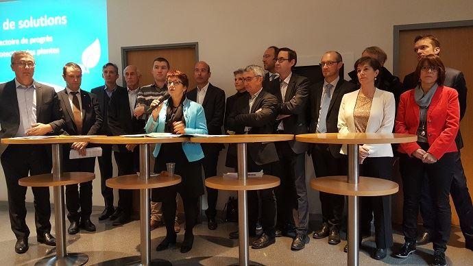 Christiane Lambert, présidente de la FNSEA, aux côtés de représentants d'associations spécialisées de du syndicat et d'organisations agricoles, mardi 14 novembre 2017, a présenté le lancement d'un
