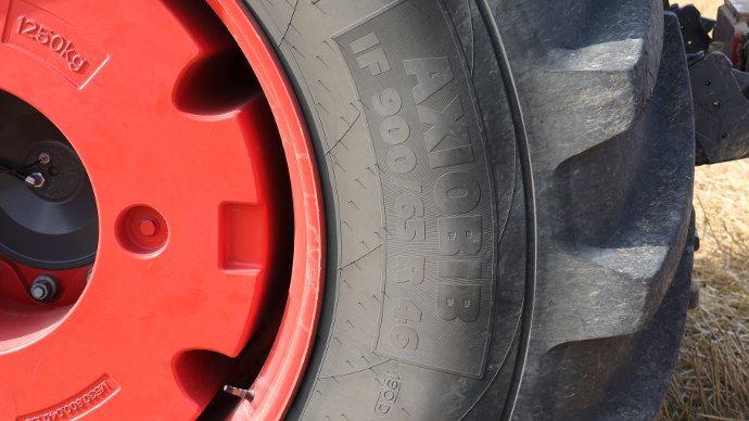 Les marquages des flancs de pneumatiques agricoles sont riche d'informations