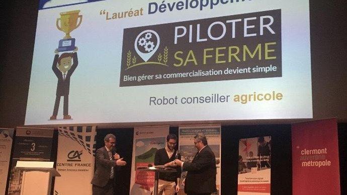 Olivier Bianchi, président Clermont Auvergne Métropole, Marc-Alexis Roquejoffre et le co-fondateur de la start-up Xavier Faure