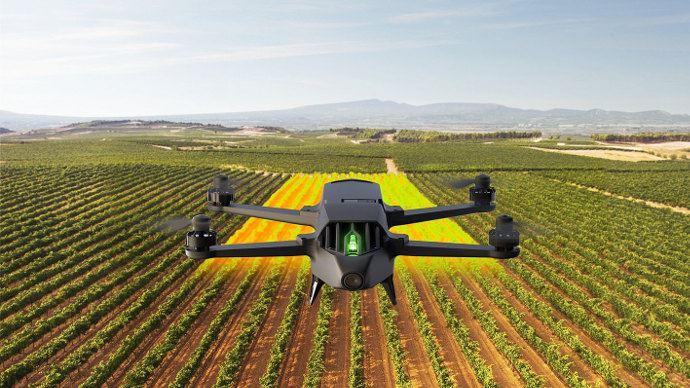 Le kit drone d'agriculture de précision PArrot Bluegrass est disponible chez Axe-environnement