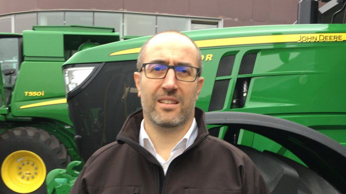Julien Saint Laurent, du service Marketing de John Deere explique la position du constructeur sur la double ligne de freinage