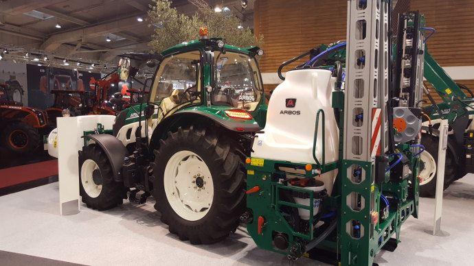 Arbos de la série 5000 avec un pulvérisateur de la marque sur le stand de l'Agritechnica en novembre dernier