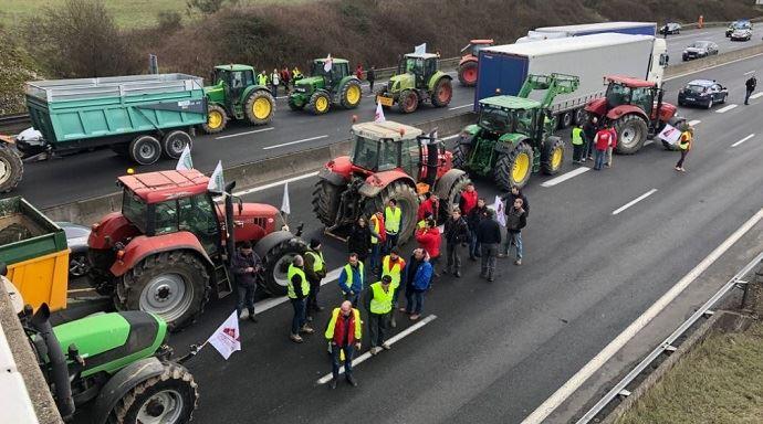 Blocages et ralentissements sur les routes se mercredi — Les agriculteurs manifestent