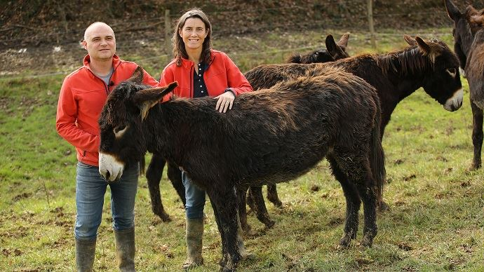 Cécile et Emmanuel Guichard ont reçu le troisième prix pour l'agrobiodiversité animale grâce à leur élevage d'ânes des Pyrénées