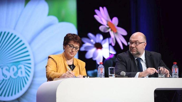 Christiane Lambert, présidente de la FNSEA, et Stéphane Travert, ministre de l'agriculture, a la tribune du congrès de la FNSEA jeudi 29 mars 2018.
