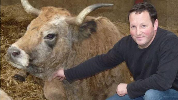 Mathieu Causse est éleveur d'un troupeau de vaches allaitantes en Aveyron.