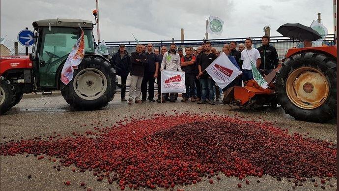 Agriculteurs mobilisés pour le blocage des dépôts de carburants et des raffineries