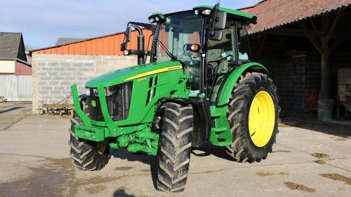 Cinq tracteur à l'essai dans les exploitations agricoles