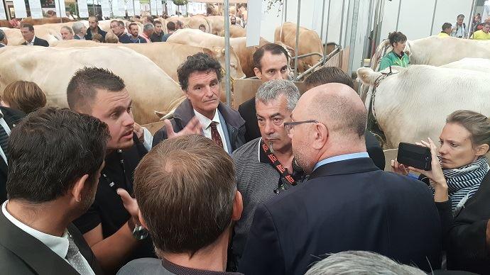 Stéphane Travert dans les allées du Space, qu'il a inauguré mardi 11 septembre 2018, est allé à la rencontre des représentants agricoles et éleveurs, pour tenter de les rassurer sur l'action du Gouvernement en faveur des filières d'élevage.