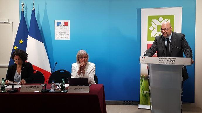 Le ministre de l'Agriculture Stéphane Travert, avec Sophie Delaporte, sa directrice de cabinet, et Claire Le Bigot, sa conseillère Alimentation, santé et environnement, lors de sa conférence de presse du mardi 18 septembre 2018