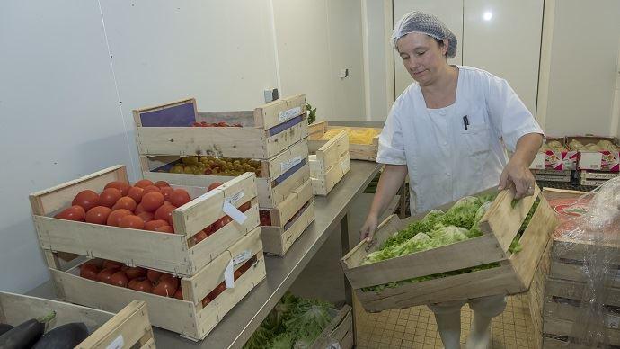 D'ici 2022, les cantines de la restauration collective publique devront s'approvisionner à 50% de produits bios, locaux ou sous signe de qualité.