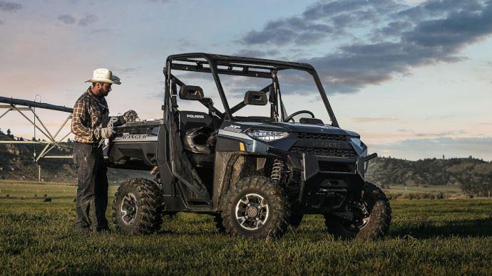 Le Ranger XP 1000 EPS bénéficie d'une carrosserie en ABS qui augmente la polyvalence et réduit le rayon de braquage.