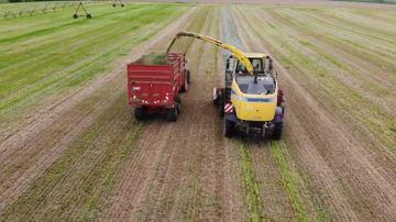La récolte de l'herbe bat son plein partout en France
