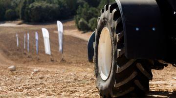 VX-tractor, le nouveau pneu haut de gamme de Bridgestone