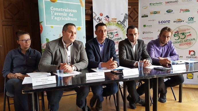 Manon Pisani, Arnaud Gaillot, Samuel Vandaele, Loïc Quellec et Cédric Davenet ont présenté le thème retenu pour le congrès de Jeunes agriculteurs, qui se tiendra du 4 au 6 juin prochain à Roanne.