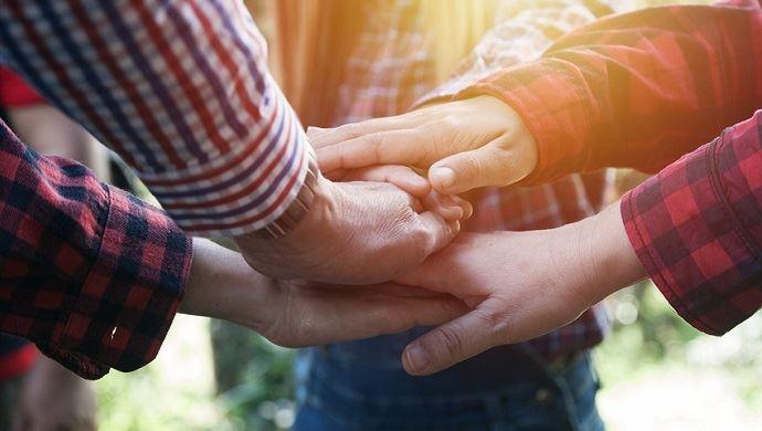 mains qui se rejoignent