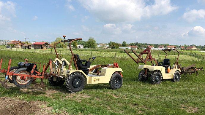 L' «Alpo Basic» permet de réaliser toutes les opérations culturales qui peut être la valet de ferme ou le tracteur principal selon l'exploitation. L' «Alpo 4X4» capable de s'adapter à tous les projets agricoles.