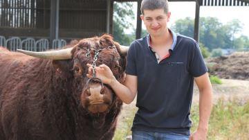 À 27 ans, Maxime Roussel, éleveur (76), fait perdurer l'élevage familial
