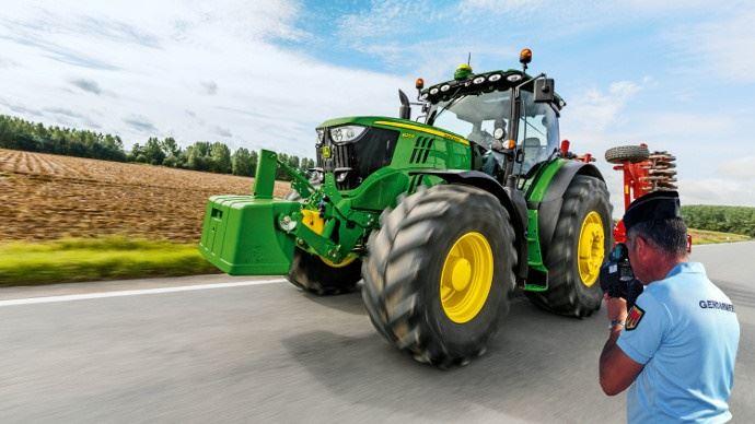 Les règles de circulation routière pour les engins agricoles.