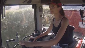 La moisson au féminin avec Elisa AgriPassion, future agricultrice