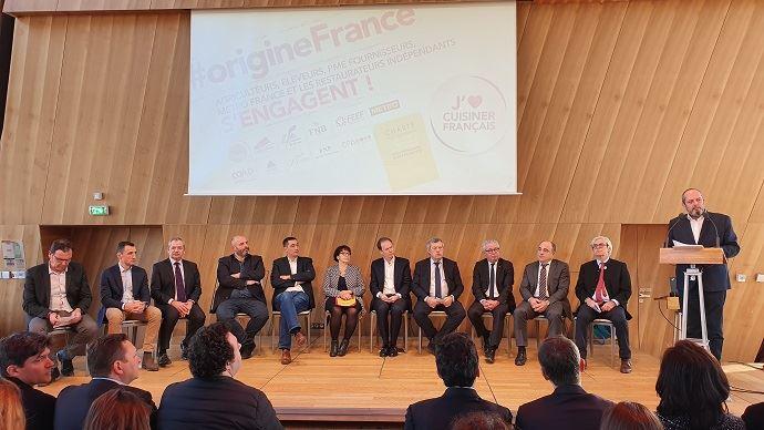 Les 11 signataires de la charte d'engagement pour la valorisation des produits agricoles français dans la restauration indépendante.