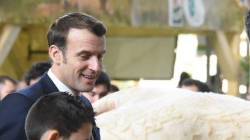 En Bretagne, Emmanuel Macron réitère son soutien à la filière alimentaire