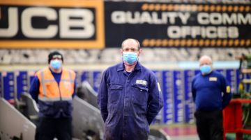 JCB reprend partiellement ses activités en Grande-Bretagne