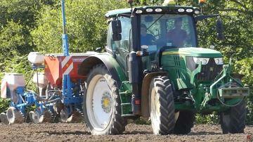 Retour sur un chantier de semis de maïs dans une ferme bretonne en bio
