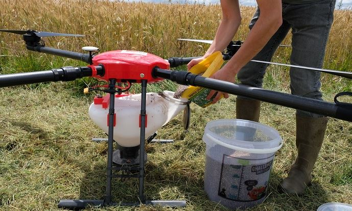 Drone trémie semences