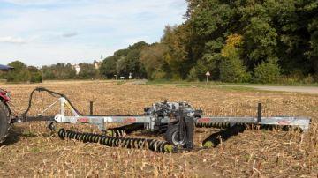 Fliegl travaille le sol grâce à son déchaumeur cruciforme à chaîne de disques