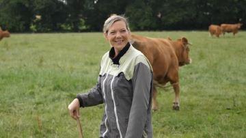 Adeline (22) nous fait visiter son élevage de Limousines