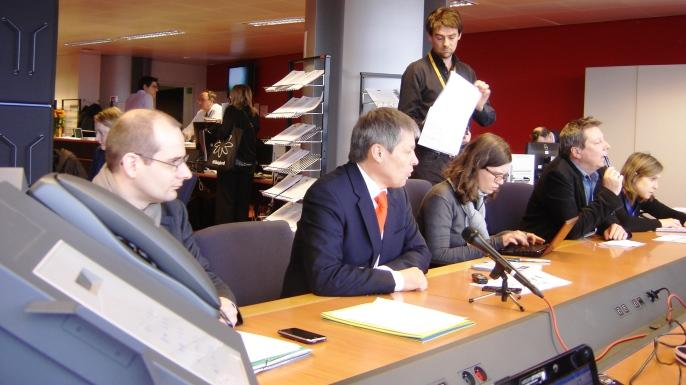Au centre, Dacian Ciolos, commissaire européen à l'Agriculture au Parlement européen les 18 et 19 mars derniers.