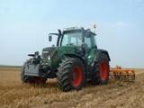 Tracteur Fendt 716 Vario au champ.